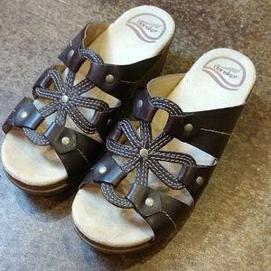 Super Cute Dansko sandals! Brown Size 36 👣